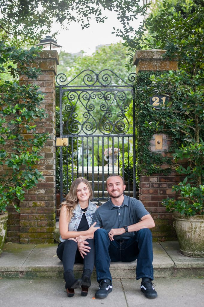 couples photos in downtown charleston, SC