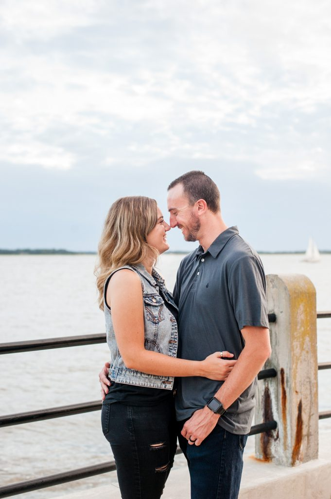 couples photos at the battery in Charleston, SC