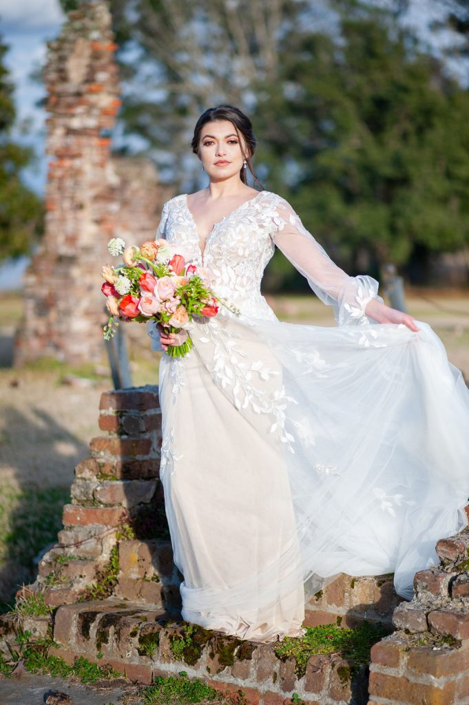 Bridal photos at Runnymede Plantation ruins