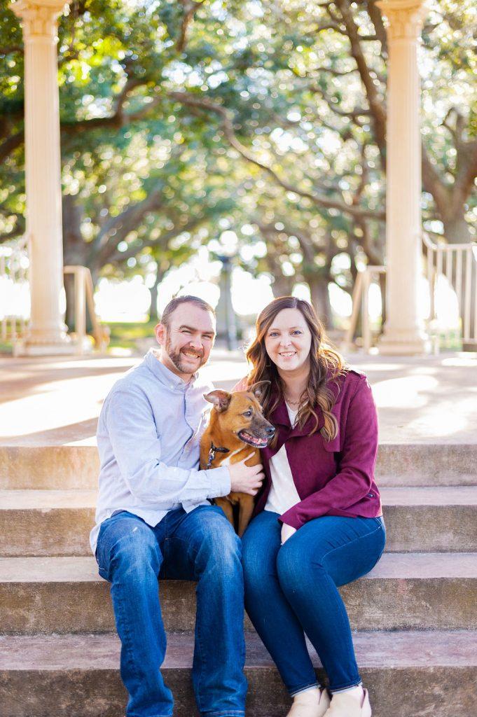 Couples photos in White Point Gardens in Charleston, SC