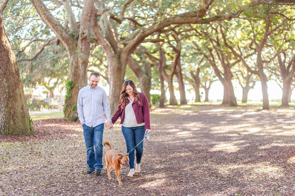 Downtown Charleston couples photos with dog in White Point Gardens