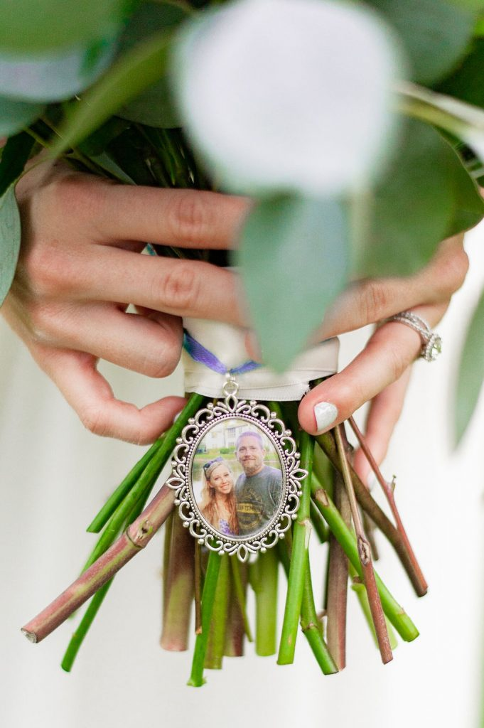 wedding bouquet with memorial photo for father of the bride